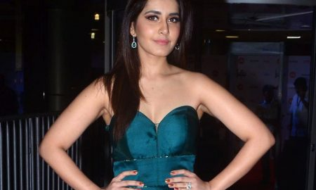 Actress Raashi Khanna Stills From 64th Film Fare Awards 2017