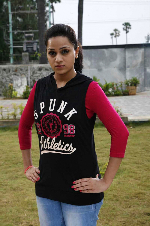 Actress Reshma Rathore in Adhagappattathu Magajanangalay