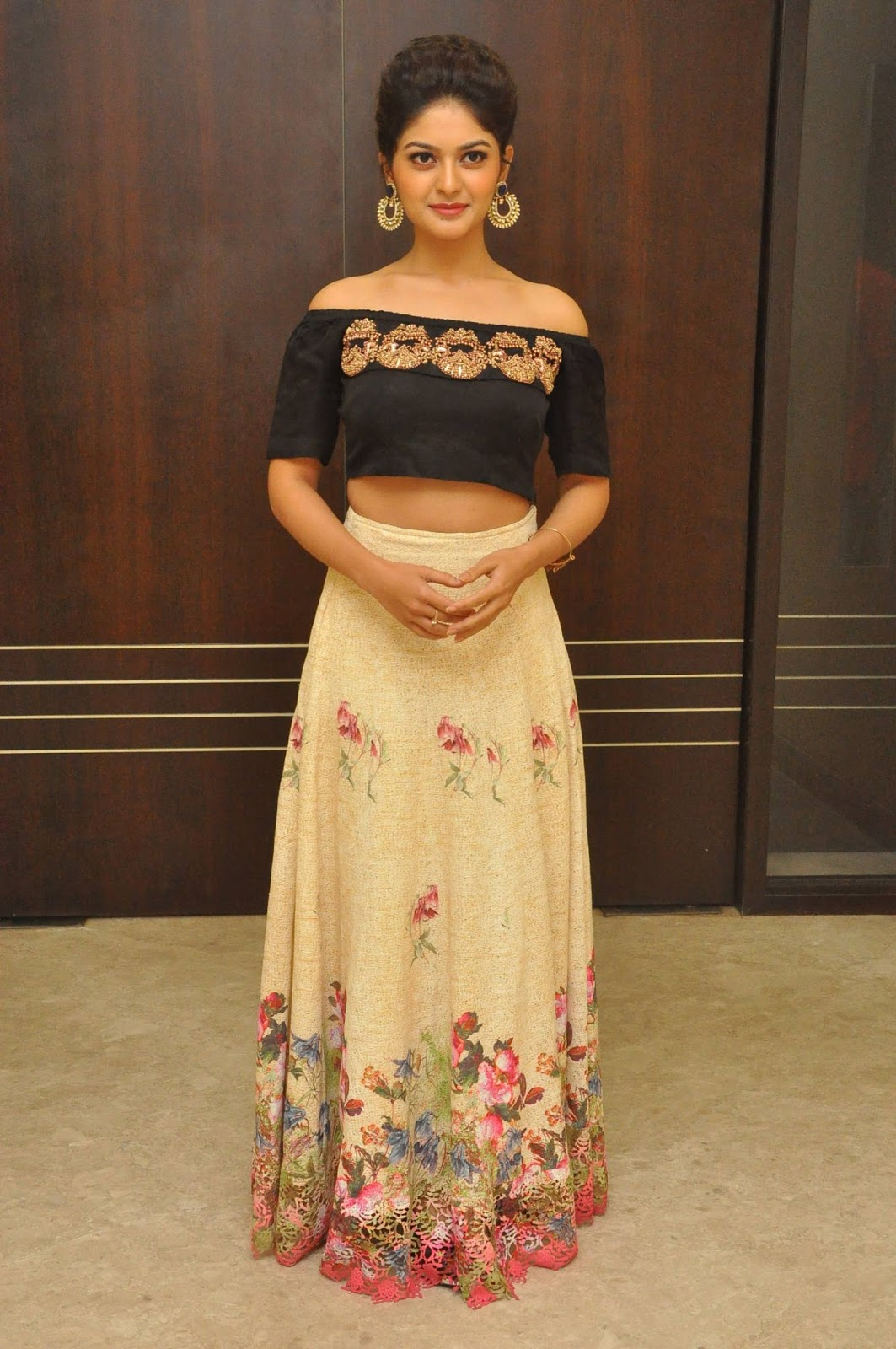Vaibhavi Sandilya Latest Images (12)