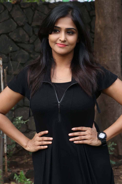 actress-ramya-nambeesan-new-photos-16 – tamilnext