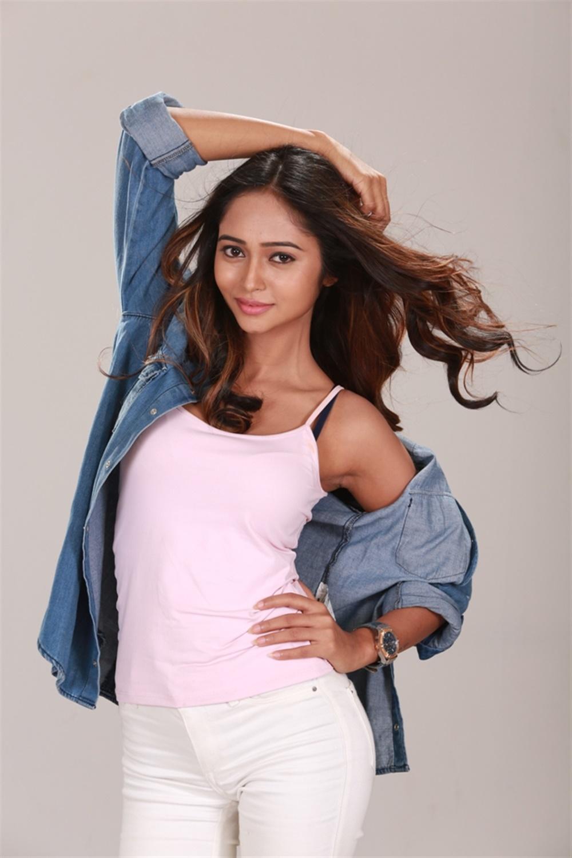 xvideos-movie-heroine-akriti-singh-hot-photo-shoot-11